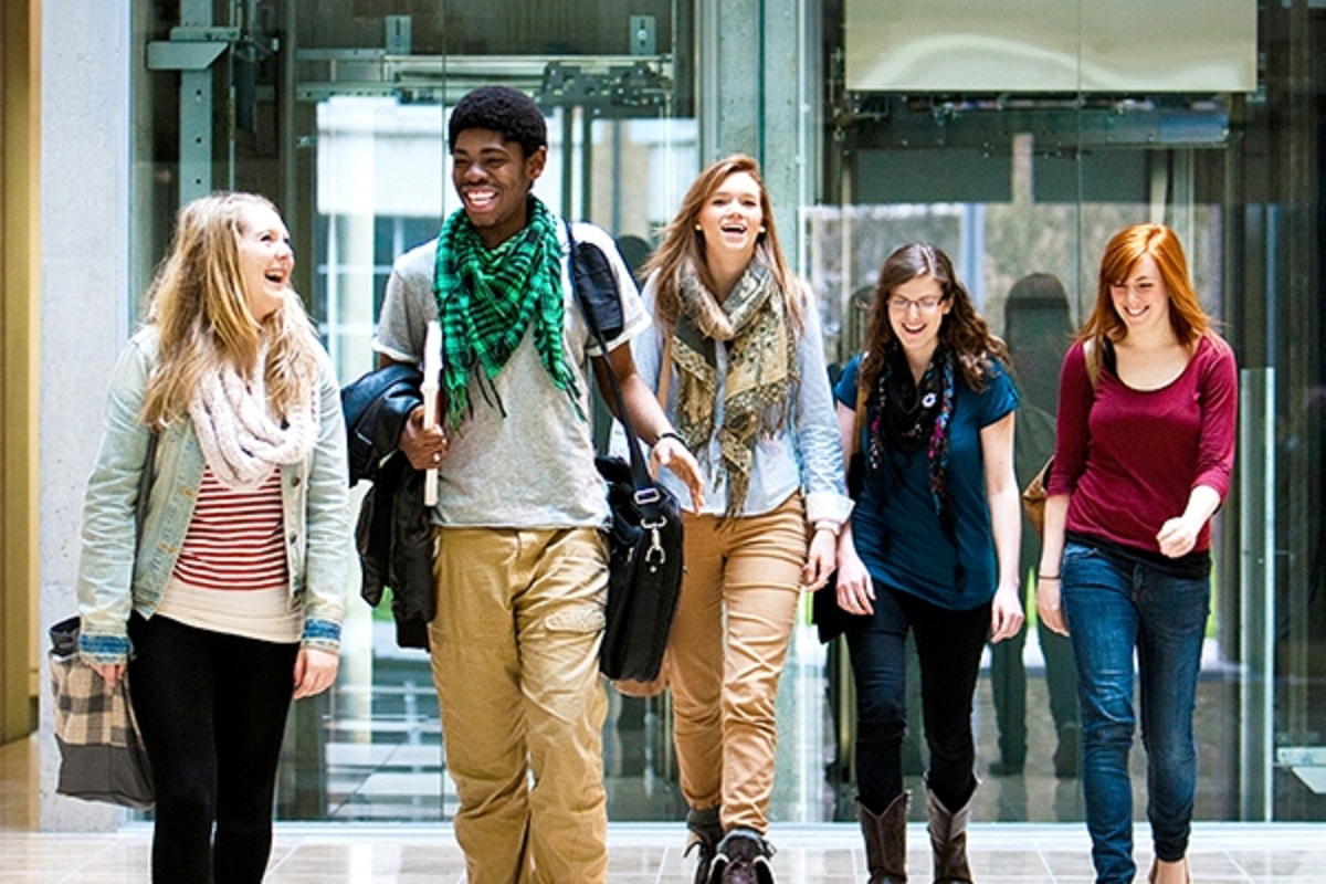 Dos and Don'ts for Freshers to Manage Their Finances at University